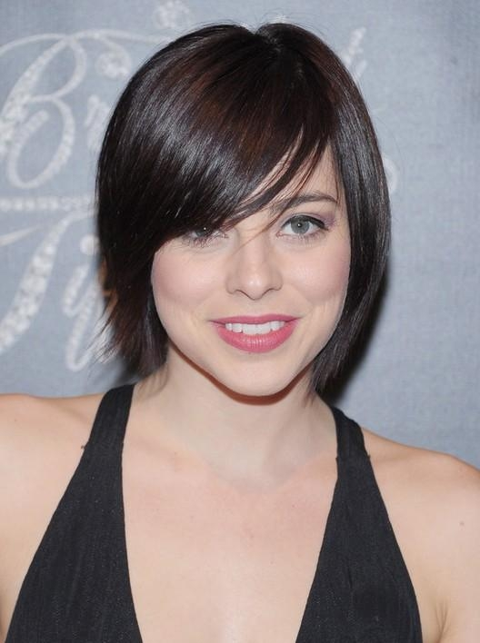 Krysta Rodriguez Short Straight Haircut With Side Swept Bangs Pertaining To Short Haircuts With Side Swept Bangs (Gallery 20 of 20)