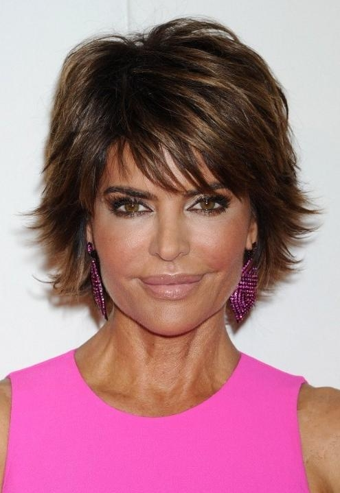 Lisa Rinna Flipped Out Short Razor Cut With Bangs – Hairstyles Weekly Regarding Flipped Short Hairstyles (View 15 of 20)