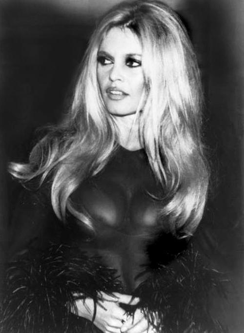 Most Popular 1960S Long Hairstyles In Hair Through History: 9 Hairstyles That Defined The 1960's (View 19 of 20)