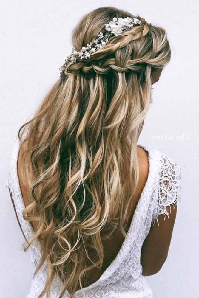 Most Popular Wedding Half Up Long Hairstyles For Más De 25 Ideas Increíbles Sobre Bridesmaid Hair Half Up Long En (View 10 of 20)