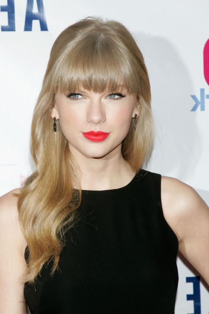 Most Recent Taylor Swift Long Hairstyles Pertaining To Taylor Swift Long Hairstyles – Taylor Swift Hair – Stylebistro (View 12 of 15)