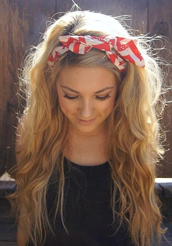 Most Recently Released Long Hairstyles With Headbands Pertaining To 20 Gorgeous Headband Hairstyles You Love – Pretty Designs (View 11 of 15)