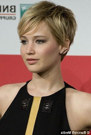 Pixie Haircut' Trendsetters Jennifer Lawrence And Pamela Anderson With Jennifer Lawrence Short Haircuts (View 4 of 20)