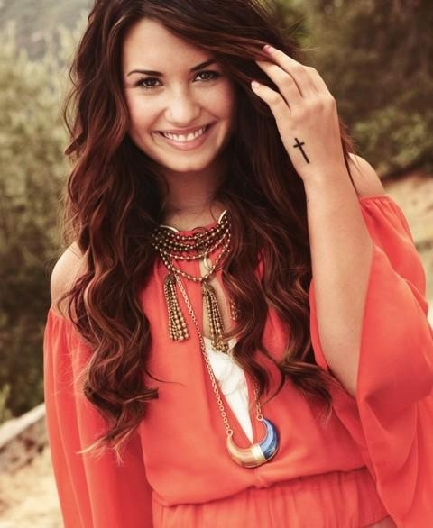 Recent Demi Lovato Long Hairstyles Inside Demi Lovato Hairstyles: Textured Long Curls – Pretty Designs (View 13 of 15)