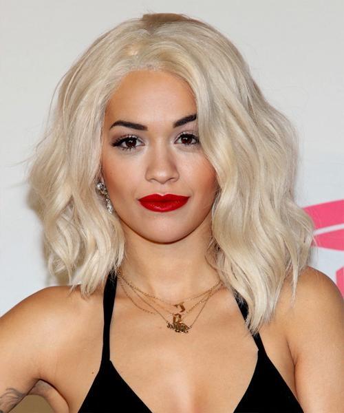 Rita Ora Medium Wavy Casual Hairstyle – Light Blonde (Platinum Regarding Rita Ora Short Hairstyles (View 8 of 20)