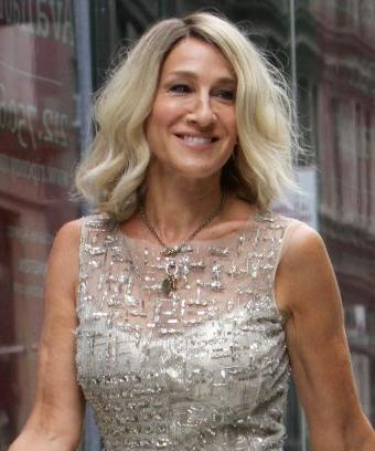 Sarah Jessica Parker Platinum Bob Carrie Bradshaw Hair With Carrie Bradshaw Short Haircuts (View 14 of 20)