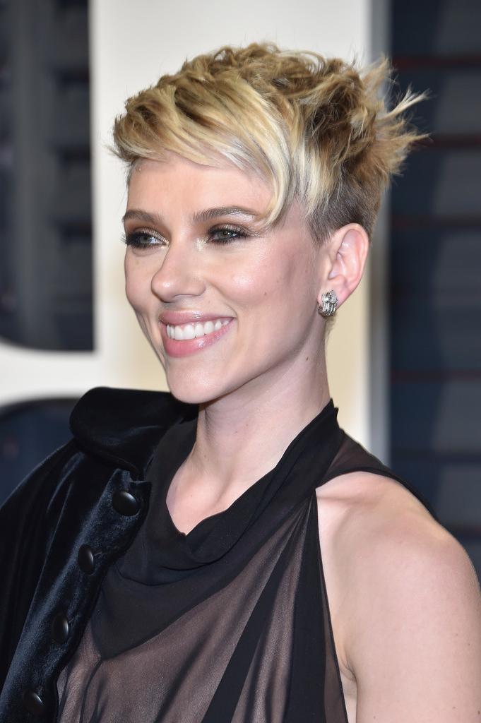 Scarlett Johansson Messy Cut – Short Hairstyles Lookbook – Stylebistro Throughout Scarlett Johansson Short Hairstyles (View 15 of 20)