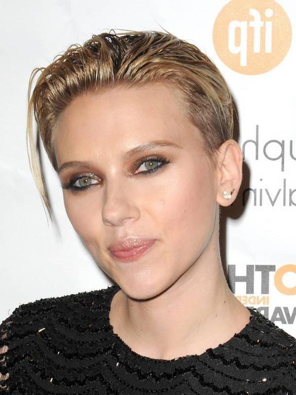 Scarlett Johansson New Short Haircut In Scarlett Johansson Short Hairstyles (View 16 of 20)