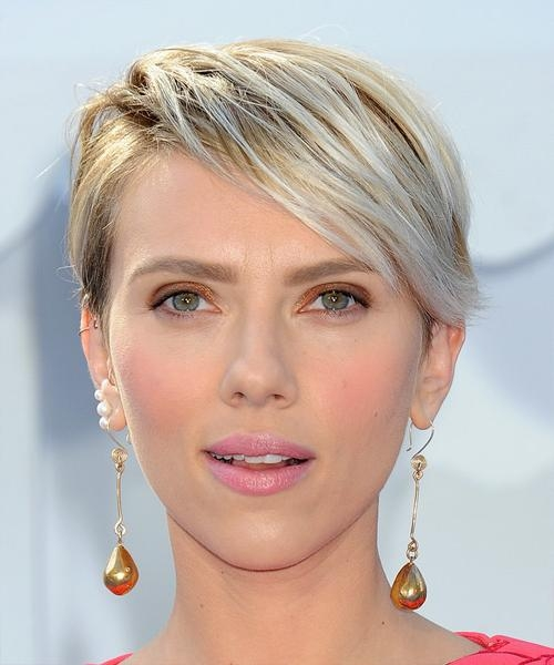 Scarlett Johansson Short Straight Casual Hairstyle – Light Blonde Within Scarlett Johansson Short Hairstyles (View 17 of 20)