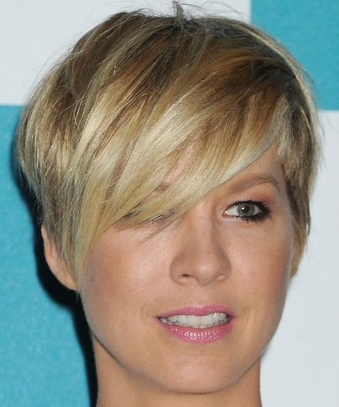 Short Haircut With Side Bangs With Regard To Short Haircuts With Side Fringe (View 16 of 20)