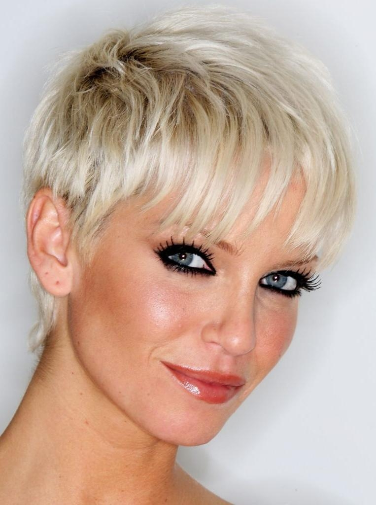 Short Haircuts For Thinning Wavy Hair – Hairstyles Ideas Within Short Haircuts For Curvy Women (View 16 of 20)