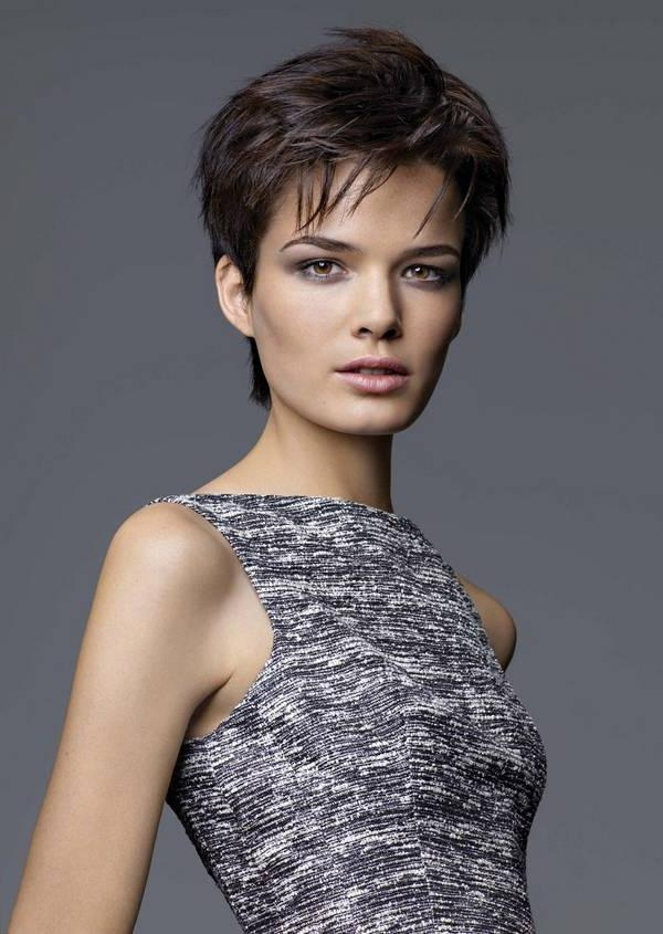 Short Haircuts For Women With Thick Hair And Oval Face Throughout Short Hairstyles For Oval Faces And Thick Hair (View 11 of 20)