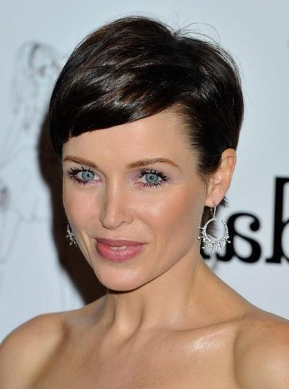 Short Haircuts With Bangs – Side Swept, Choppy & Straight Across Within Short Haircuts Side Swept Bangs (View 16 of 20)
