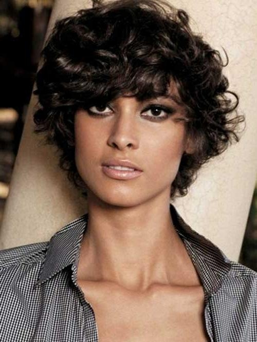 20 Ideas of Short Haircuts For Wavy Frizzy Hair