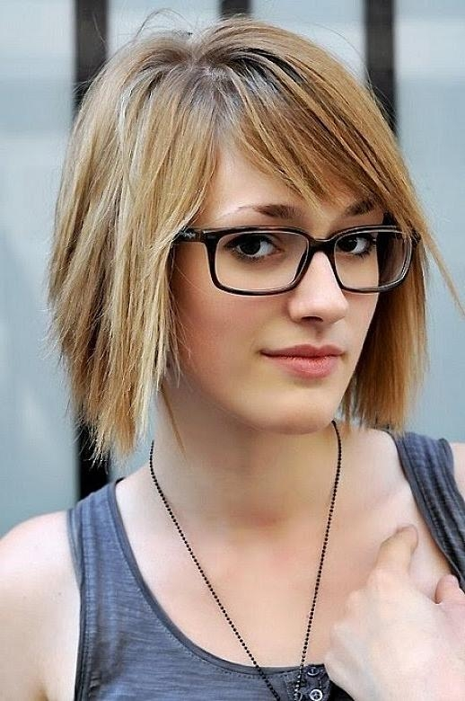 Short Hairstyles For Oval Faces With Glasses – Youtube Pertaining To Short Haircuts For People With Glasses (View 15 of 20)