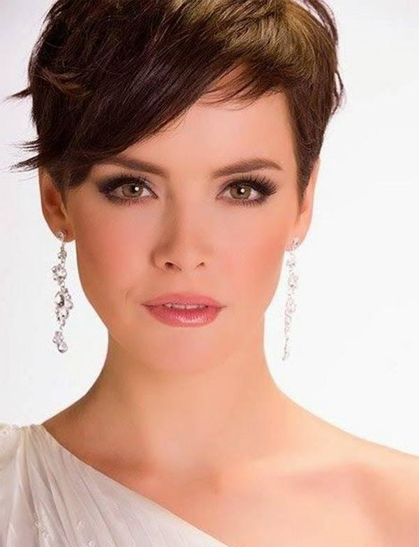 Short Hairstyles For Thick Hair And Oval Face 04 – Hairstyles Intended For Short Hairstyles For Thick Hair Long Face (View 9 of 20)