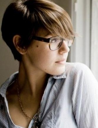 Short Hairstyles For Women With Glasses : Say 'bye' To Old Looking With Short Hairstyles For Women With Glasses (View 17 of 20)