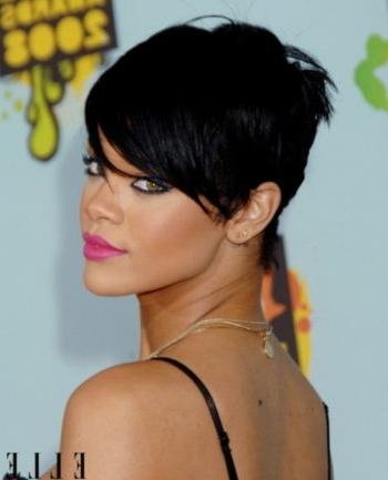 Stylish Short Haircuts For Big Foreheads With Regard To Present In Short Haircuts For Big Foreheads (View 17 of 20)