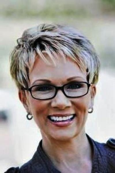 The Amazing Short Hairstyles For Women Who Wear Glasses Throughout Short Hairstyles For Women Who Wear Glasses (View 7 of 20)