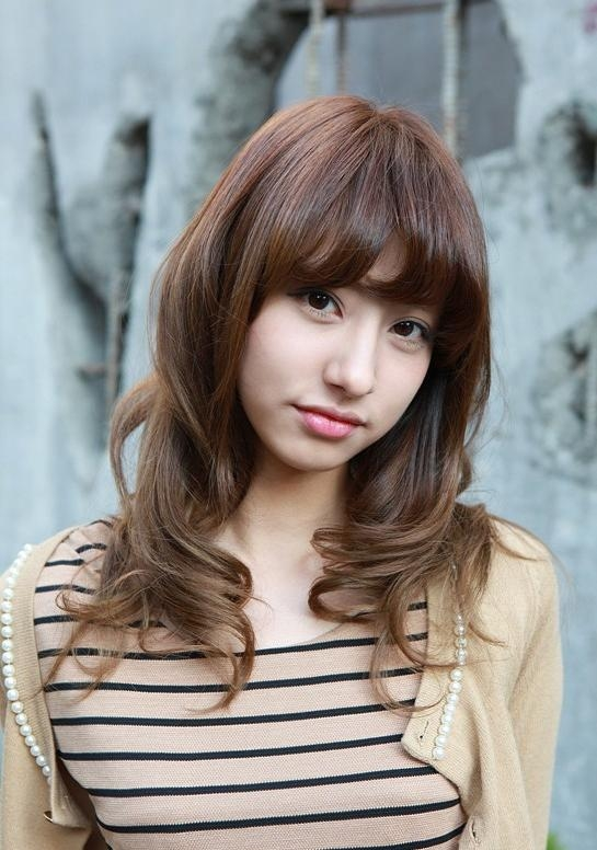 Asian Girls Shoulder Length Wavy Hairstyle With Full Bangs Pertaining To Curly Asian Hairstyles (View 9 of 20)