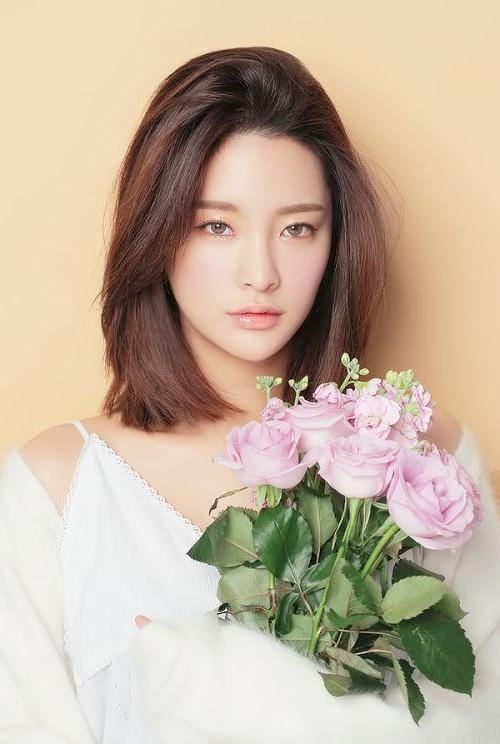 Best 25+ Medium Asian Hair Ideas On Pinterest | Korean Medium Hair With Regard To Asian Hairstyles For Medium Hair (View 8 of 20)