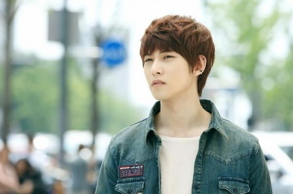 Cnblue Lee Jong Hyun's Stylish Hair – Latest Hairstyles For Korean Hairstyles For Oval Shaped Face (View 13 of 20)