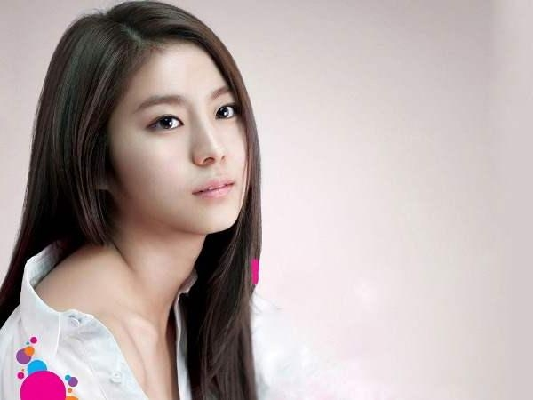 Long Straight Hairstyle For Korean Women | My Hairstyles Site For Straight Korean Hairstyles (View 13 of 20)