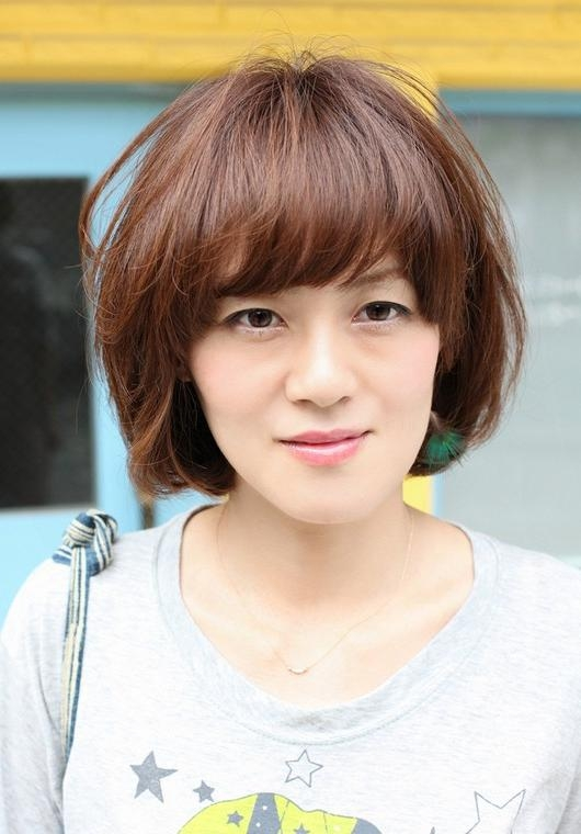 Short Asian Brown Hairstyle With Bangs – Hairstyles Weekly In Asian Haircuts With Bangs (View 18 of 20)