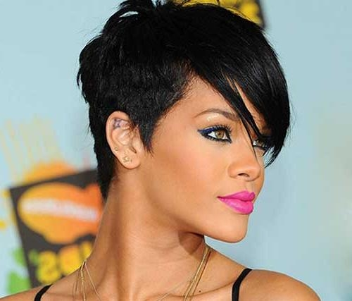 Featured Photo of Rihanna Pixie Haircuts