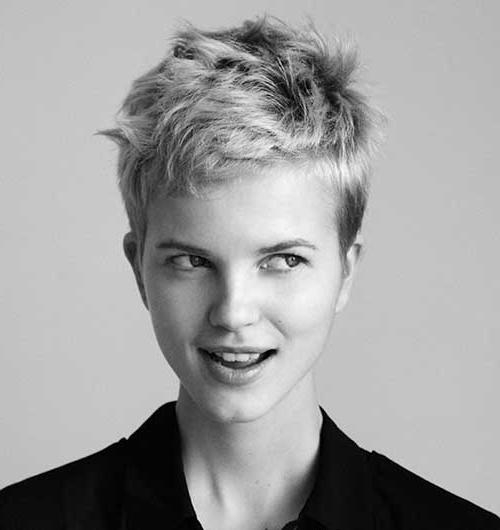 Featured Photo of Cropped Pixie Haircuts