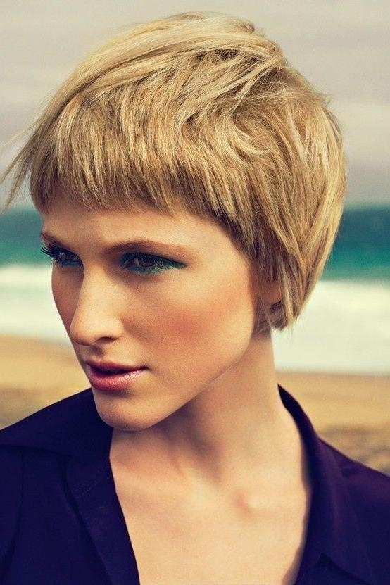 20 Stylish Short Hairstyles For Women With Thick Hair (View 3 of 20)