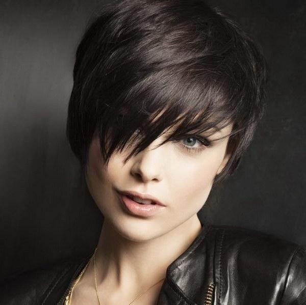 25 Beautiful Short Haircuts For Round Faces 2017 Intended For Fashionable Pixie Haircuts On Chubby Face (View 6 of 20)