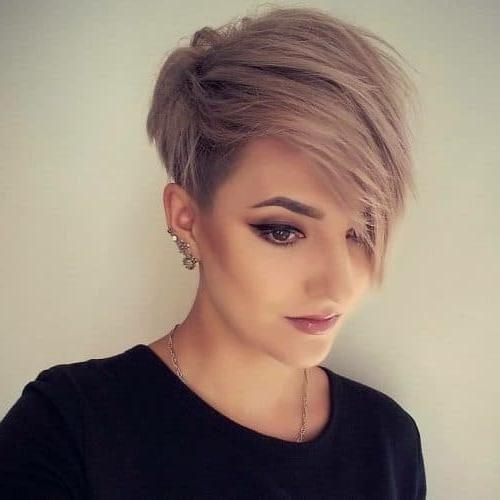 27 Short Straight Hairstyles Trending Right Now (Updated For 2018) In Most Popular Short Straight Pixie Haircuts (View 5 of 20)