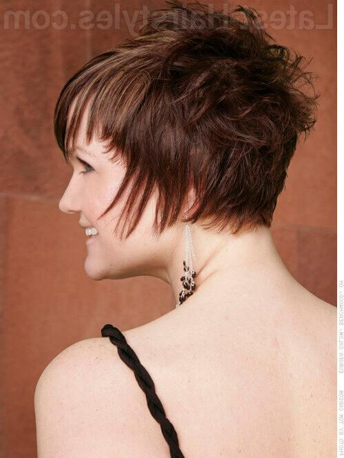 31 Short Choppy Haircuts That Are Popular For 2018 Inside Most Recent Line Pixie Haircuts (View 6 of 20)
