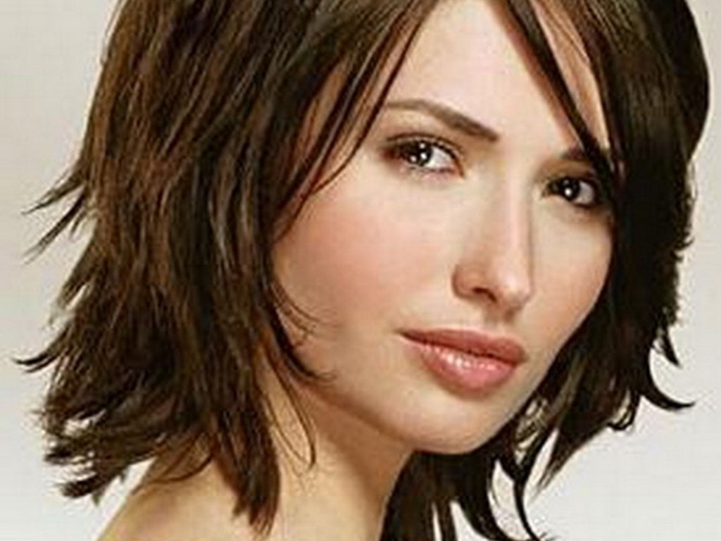 Best Medium Shaggy Haircuts Ideas With Bangs And Layers Side View For Well Liked Medium Shaggy Hairstyles With Bangs (View 3 of 15)