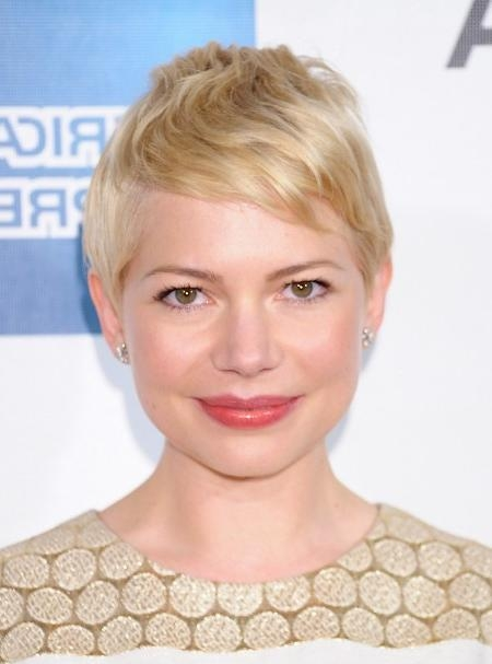 Casual Short Blonde Pixie Haircut – Michelle Williams Hairstyles For Most Popular Short Blonde Pixie Haircuts (View 9 of 20)