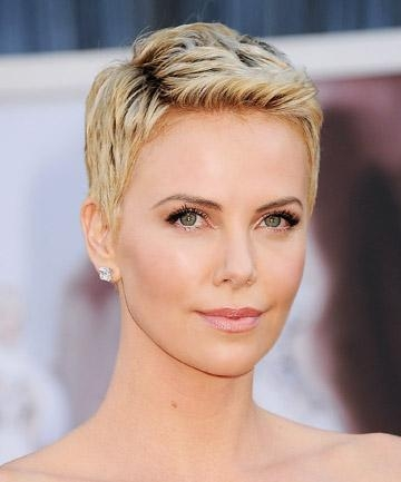 Charlize Theron's Attention Grabbing Pixie Cut, 19 Gorgeous Pixie With Regard To Fashionable Pixie Haircuts For Oval Face Shape (View 4 of 20)