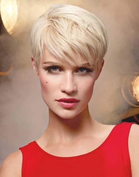 Famous Pixie Haircuts For Oblong Face Within 10 Best Pixie Haircuts For Long Faces (View 11 of 20)