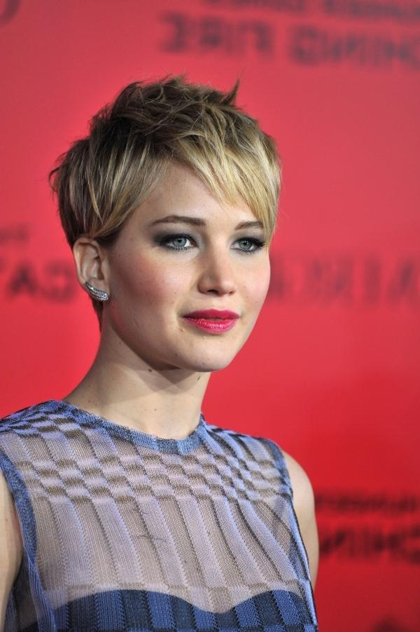 Jennifer Lawrence Side Parted Tousled Pixie Cut With Bangs Throughout Recent Tousled Pixie Haircuts (View 6 of 20)