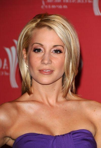 Kellie Pickler Hairstyles: Pixie, Bob, Short (View 10 of 20)