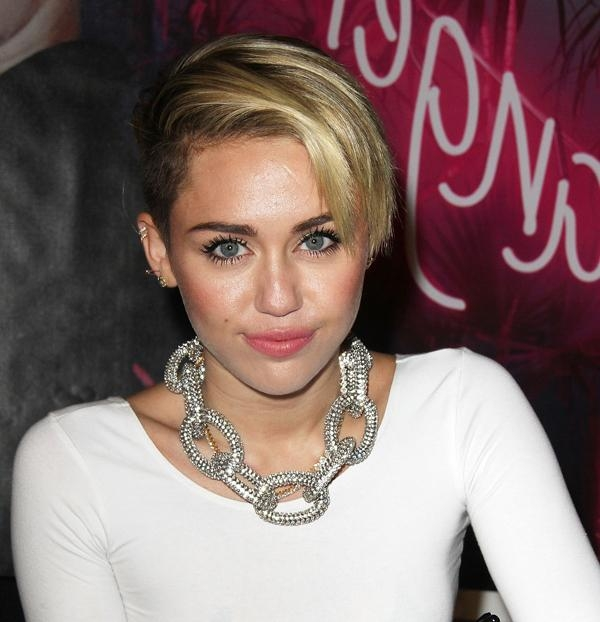 Miley Cyrus Pixie Haircut With Most Popular Miley Cyrus Pixie Haircuts (View 3 of 20)