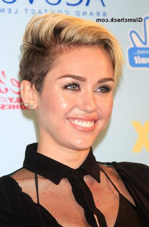Most Popular Miley Cyrus Pixie Haircuts Within Cyrus Shows Side Swept Pixie Hairstyle At 2013 Teen Choice Awards (View 10 of 20)