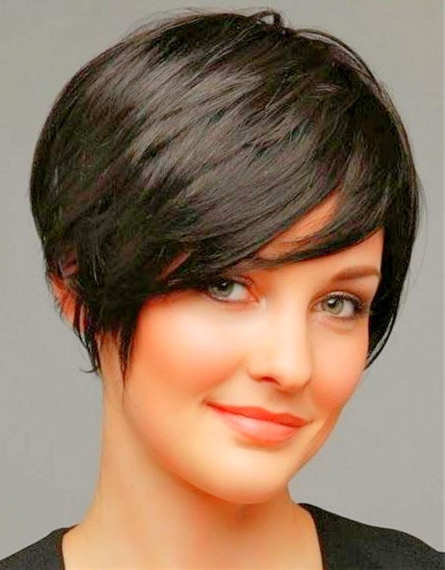 2018 Popular Shaggy Pixie Haircut For Round Face