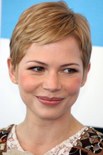 Preferred Famous Pixie Haircuts Pertaining To Michelle Williams – The Cutest Celebrity Pixie Haircuts – Stylebistro (View 3 of 20)