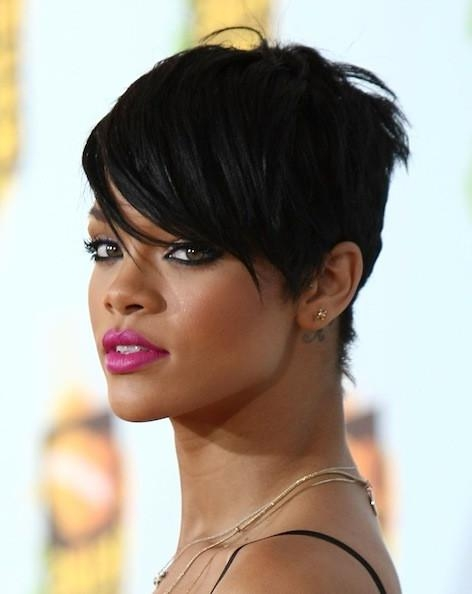 Rihanna – The Cutest Celebrity Pixie Haircuts – Stylebistro For Famous Rihanna Pixie Haircuts (View 12 of 20)