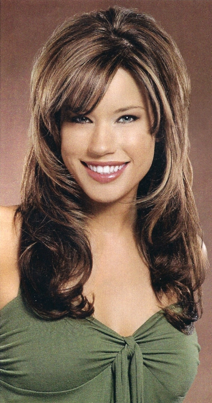 Textured Straight Hairstyles For Medium To Long Thick Hair Within Fashionable Shaggy Hairstyles For Oval Faces (View 15 of 15)
