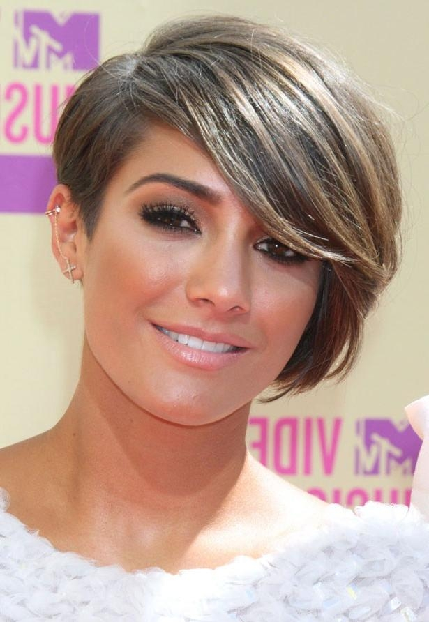 The Best Celebrity Side Swept Fringe Hairstyles – Women Hairstyles Pertaining To Fashionable Pixie Haircuts With Long Side Swept Bangs (View 8 of 20)
