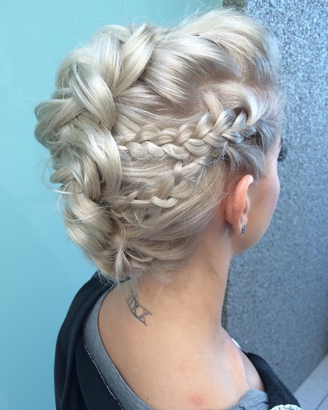 15 Amazingly Easy Updo Hairstyles For Long Hair With Updos For Long Hair (View 1 of 15)