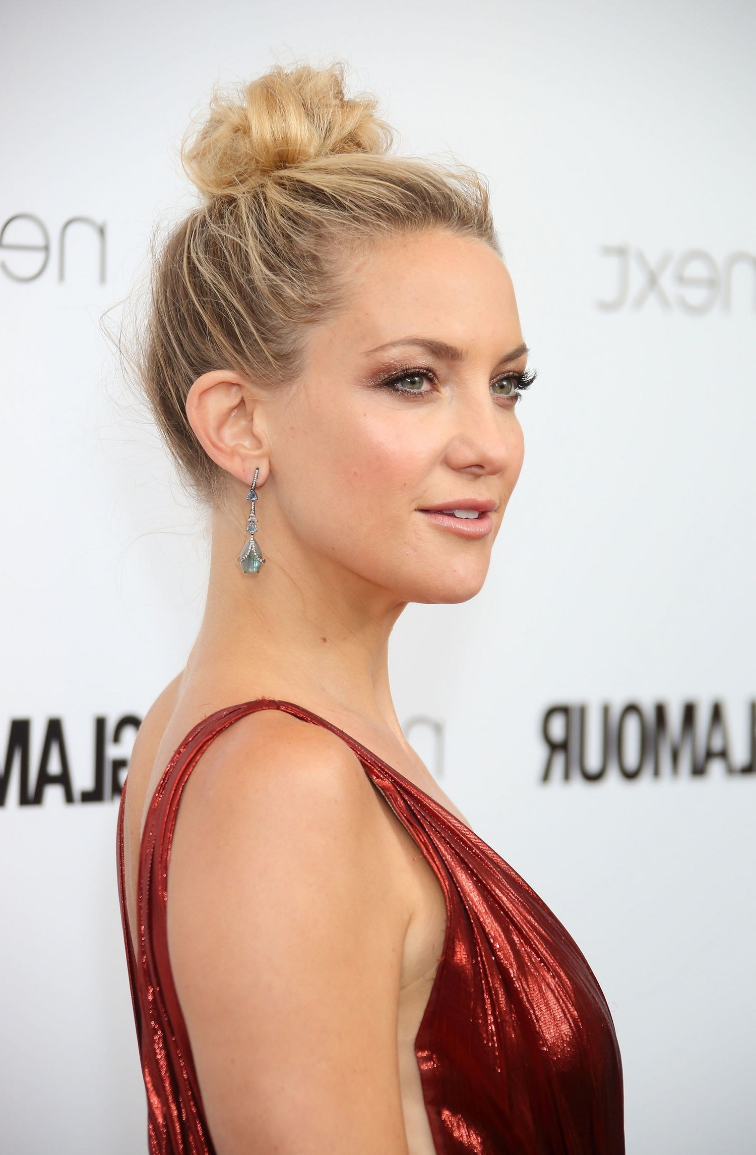 Celebrities Wear Messy Bun Hairstyles To The Glamour U.k (View 12 of 15)