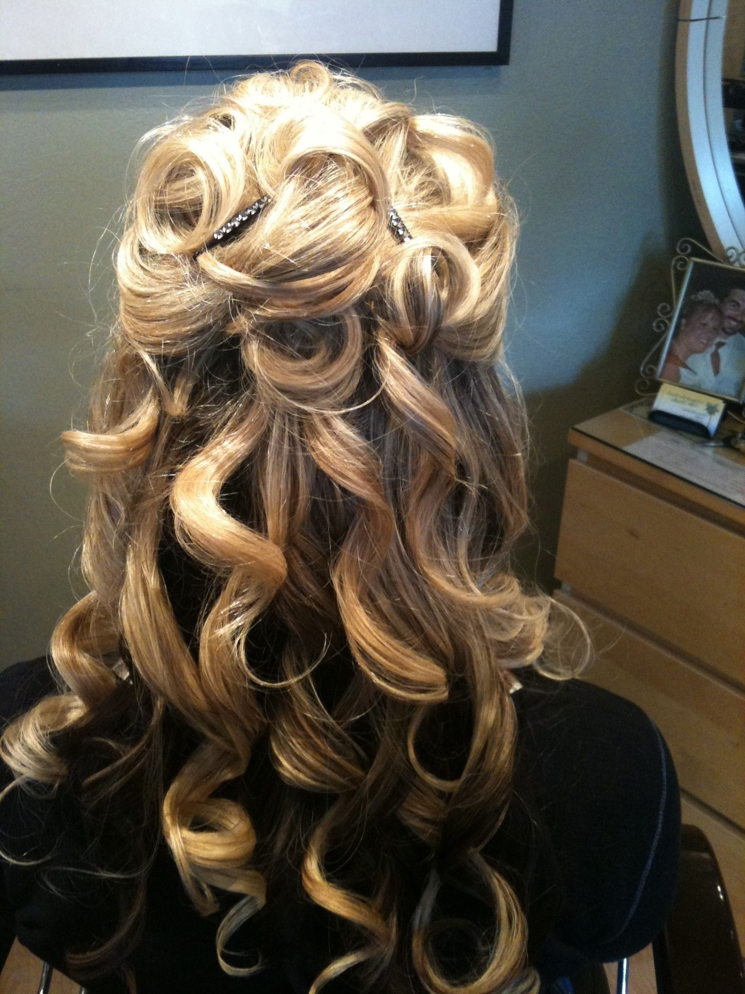 Featured Photo of Partial Updo Hairstyles